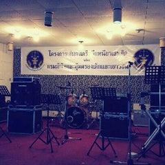 Photo taken at สมาคมนักเรียนเก่าอำนวยศิลป์ by KKHOMM P. on 8/22/2012