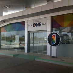 Photo taken at Oula Gas Station & Wash by FREE-KUWAIT on 8/24/2012