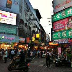 Photo taken at 逢甲夜市 Fengjia Night Market by Gary W. on 5/14/2012