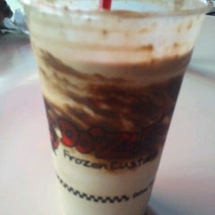 Photo taken at Doozle's Ice Cream by Roderick W. on 8/18/2012