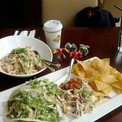 Photo taken at California Pizza Kitchen | 詞碧閣西餐厅 by Mike C. on 1/29/2012