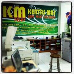 Photo taken at Kertas Mas Digital Printing by geg_ewind H. on 1/29/2012