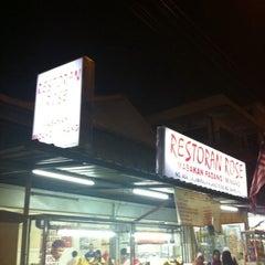 Photo taken at Restoran Ros by Hanifah A. on 6/24/2011