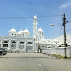 Photo taken at Masjid Abidin (Masjid Putih) by HALIMI O. on 5/10/2012