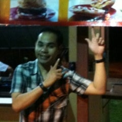 Photo taken at AHOA BURGER by Azrin H. on 12/24/2010