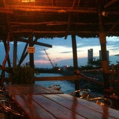 Photo taken at The Seafarer Restaurant by Midori C. on 6/9/2011
