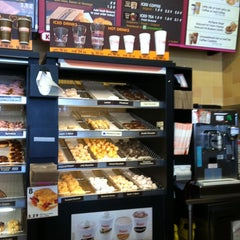 Photo taken at Dunkin' Donuts by Jenny T. on 5/26/2011