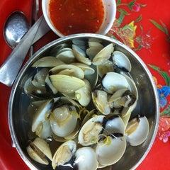 Photo taken at Hải Sản Hương Lan by N.A.M on 4/16/2012