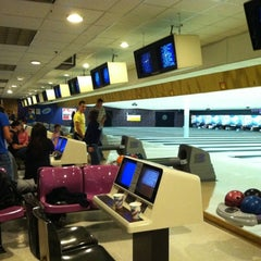 Photo taken at Rolling Lanes Bowling Alley by Araceli A. on 11/24/2011