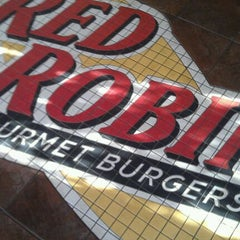 Photo taken at Red Robin Gourmet Burgers by Brad K. on 12/12/2011