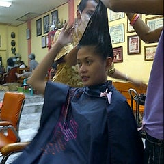 Photo taken at Jane Salon by P. K. on 9/17/2011