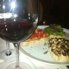 Photo taken at Alessandro & Frederico Pizzaria D.O.C.G by Andreia G. on 8/19/2012
