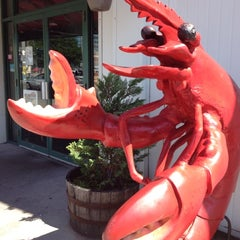 Photo taken at Yankee Lobster by Orpha R. on 8/15/2012