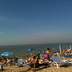 Photo taken at Strand Knokke-Heist by Dylan on 7/25/2012