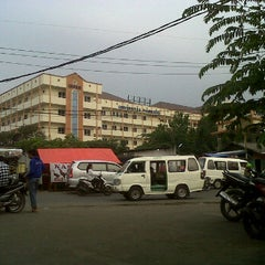 Photo taken at Fakultas Ekonomi by Dindriani T. on 2/22/2012