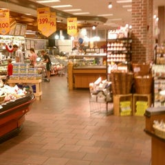 Photo taken at Roche Brothers by Kapado F. on 7/7/2012