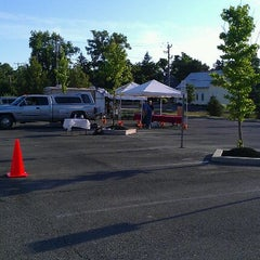 Photo taken at Powell Saturday farmers market by Darrah on 6/9/2012
