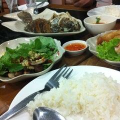 Photo taken at ครัวสาธร by Adsada T. on 3/2/2012