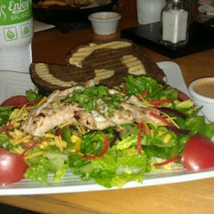 Photo taken at Super Salads by Papo B. on 7/8/2012