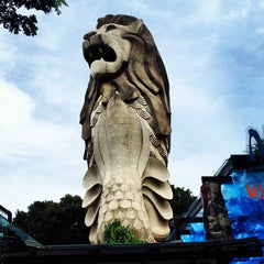 Photo taken at The Merlion (Sentosa) by Wee Heng S. on 4/14/2012