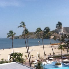 Photo taken at Tamacá Beach Resort Hotel by Claudia mónica G. on 7/28/2012