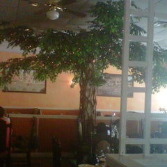 Photo taken at L'Thai Organic Cuisine & Wine Bar by Lynn S. on 9/1/2012