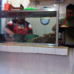 Photo taken at Tacos La Chiquita (los de Manzanillo) by Israel F. on 9/12/2012