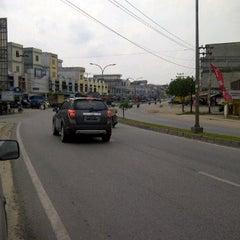 Photo taken at jl hangtuah Duri by Ayah H. on 10/14/2011