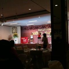 Photo taken at หอประชุมรังสีเจิดจรัส by cindy j. on 5/28/2011
