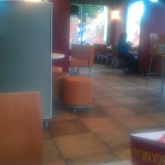 Photo taken at Taco Bell by Justin M. on 1/16/2012