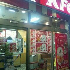 Photo taken at ケンタッキーフライドチキン 青物横丁店 by Koji U. on 12/22/2011