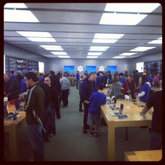 Photo taken at Apple Store, Pheasant Lane by Matty S. on 10/14/2011