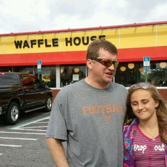 Photo taken at Waffle House by Laura B. on 11/23/2011