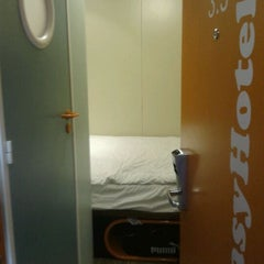 Photo taken at easyHotel Edinburgh by Pablo O. on 5/5/2012