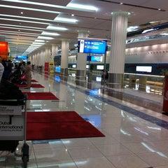 Photo taken at Terminal 3 المبنى by Khalifa A. on 8/31/2011
