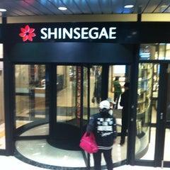 Photo taken at 신세계백화점 (SHINSEGAE Department Store) by Su-min L. on 4/9/2011