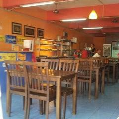 Photo taken at Restoran Halelah by AE® on 12/16/2011