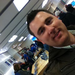 Photo taken at Apple Store by Markus R. on 11/11/2011