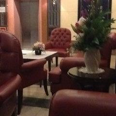 Photo taken at โรงแรมกานต์มณี พาเลซ (Karnmanee Palace) by Nuarm H. on 3/12/2012