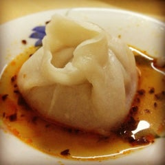 Photo taken at Dong Bei Dumpling by Hanna J. on 8/4/2012