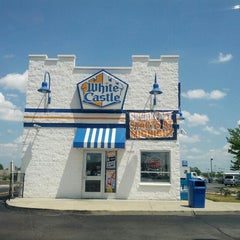 Photo taken at White Castle by Gerardo G. on 6/20/2012