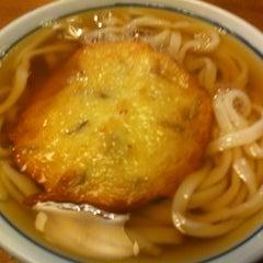 Photo taken at かろのうろん by T0sh1h1k0 H. on 6/16/2012