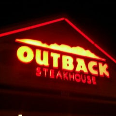 Photo taken at Outback Steakhouse by Robert M. on 8/27/2011