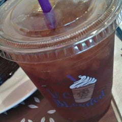 Photo taken at The Coffee Bean & Tea Leaf by Jacqui L. on 8/19/2011