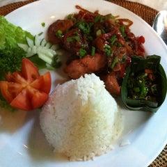 Photo taken at Murni's Warung by nuzen s. on 7/20/2012