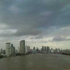 Photo taken at สะพานพระราม 3 (Rama III Bridge) by ♥pattarravee♥ on 10/3/2011