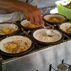 Photo taken at Apam Balik depan Stesen Bas Bidor by Joe F. on 1/2/2012