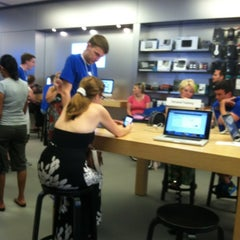 Photo taken at Apple Store, Coconut Point by Brooklyn M. on 5/26/2012