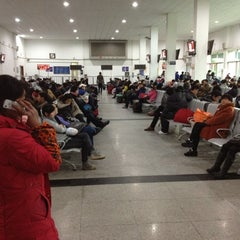 Photo taken at 绍兴站 Shaoxing Railway Station by Tommy T. on 3/20/2012