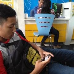 Photo taken at Galeri Indosat by Ochim on 8/29/2012